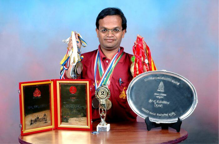 The man with dwarfism who turned teasing into pleasing