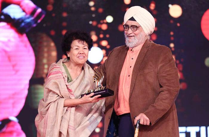 Bachednri Pal honoured with the Lifetime Achievement award rare image