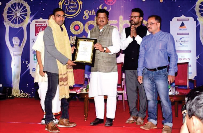 Para Badminton player Pramod Bhagat receiving awards
