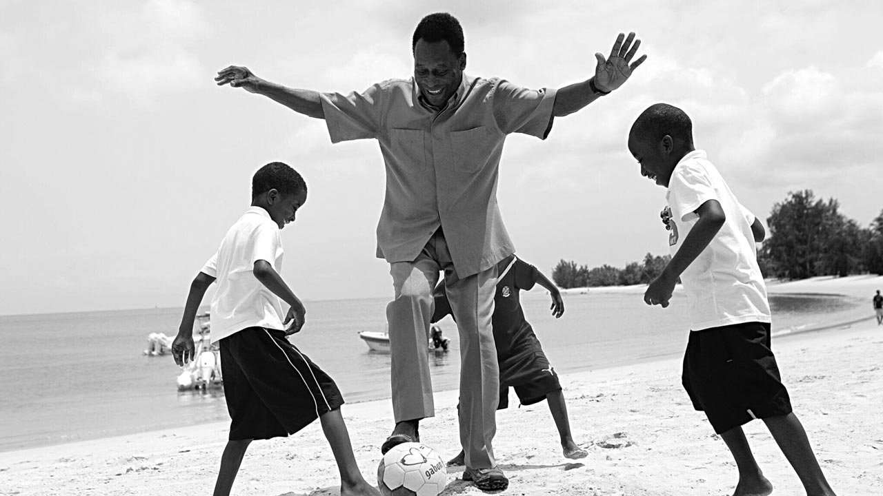 pele playing with child