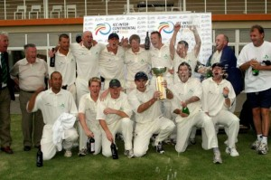 Trent Johnston lifts the 2005 ICC Intercontinental Cup trophy