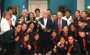copa libertadores femenina trofeo