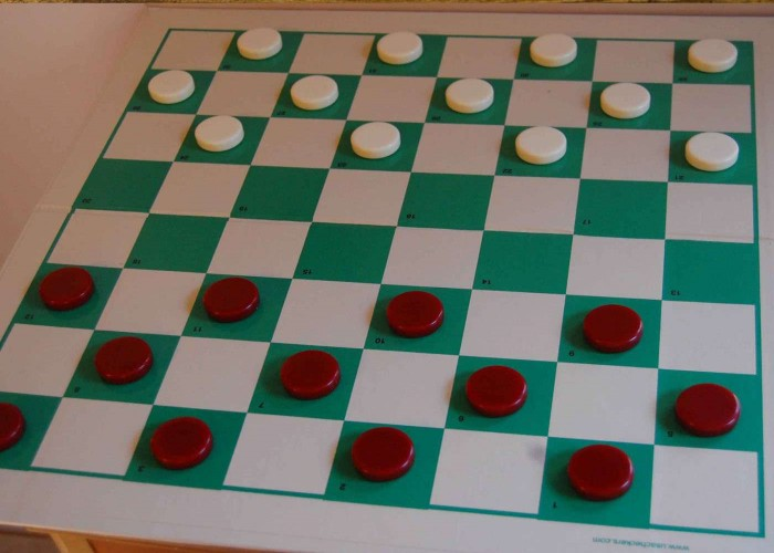 play draughts